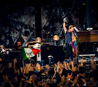 Can't Deny Me, Pearl Jam's new Holiday Single (with lyrics)