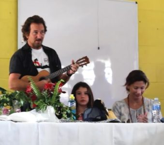 Eddie Vedder and the Southafrican Walmer High School Choir