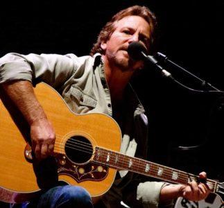 Eddie Vedder in Italia | La Storia (triste) della vita e morte di un piccolo dubbio. Ovvero Storia di due canzoni e due live