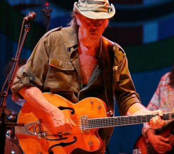 Sleeps With Angels: Stone Gossard parla di Neil Young
