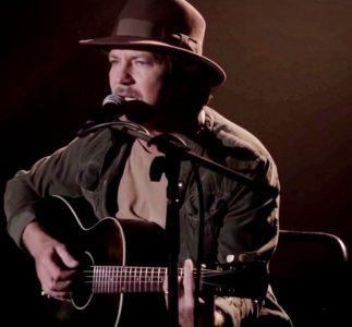 Eddie Vedder torna a Twin Peaks, in versione estesa