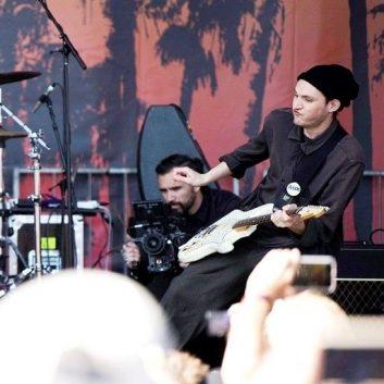 Josh Klinghoffer parla di Eddie Vedder, dei Pearl Jam e dei Red Hot Chili Peppers