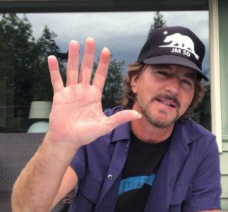 Eddie Vedder ha accettato la sfida di Laura Dern