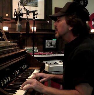 Eddie Vedder | 18/04/2020 One World: Together At Home