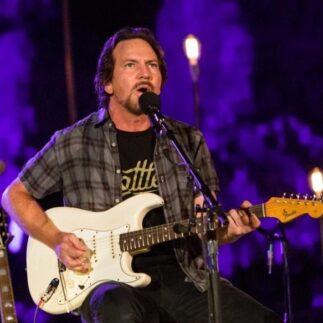 Eddie Vedder e la versione espansa del suo ultimo singolo Matter of Time
