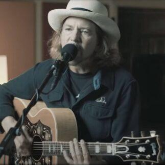 Eddie Vedder, dal 30 aprile in vendita il vinile del singolo Matter Of Time