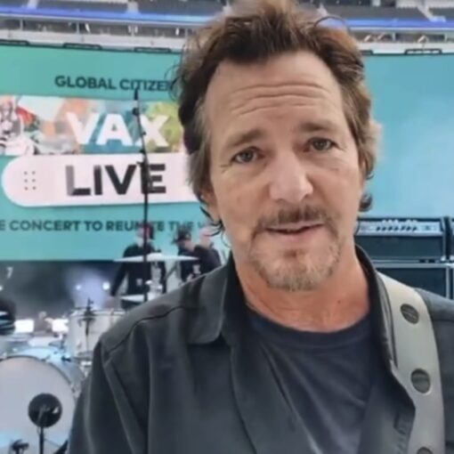 Eddie Vedder stanotte dal vivo all'evento VAX LIVE