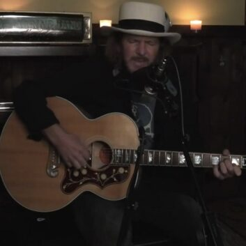 Eddie Vedder | 18/05/2021 Hot Stove Cool Music
