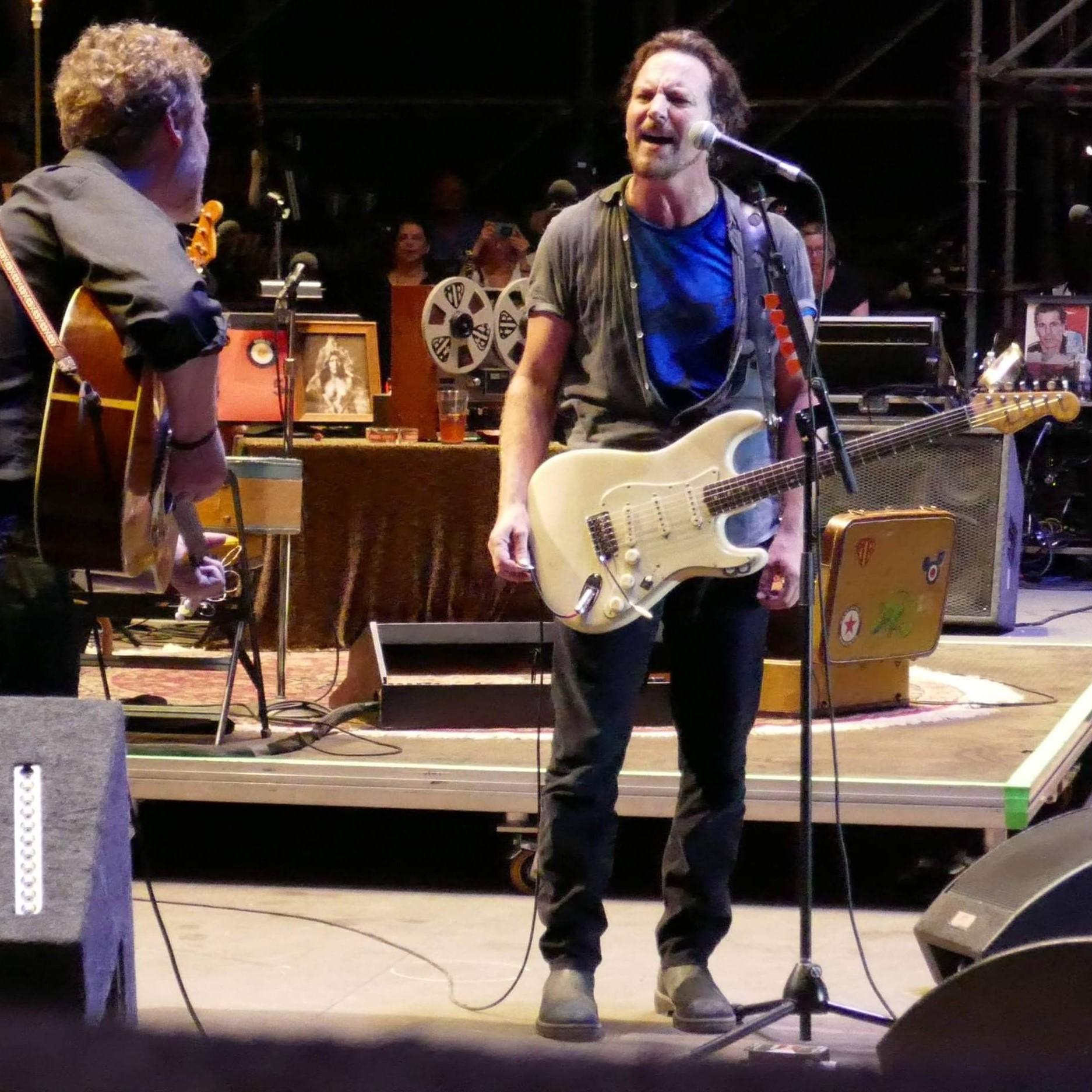 Eddie Vedder duetta con la figlia e rilegge i R.E.M. per la colonna sonora di Flag Day