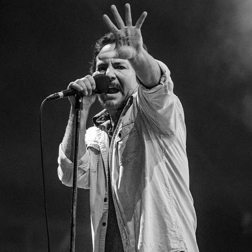 Pearl Jam tra gli artisti che chiedono a Mario Draghi riaperture al 100% con il Green Pass